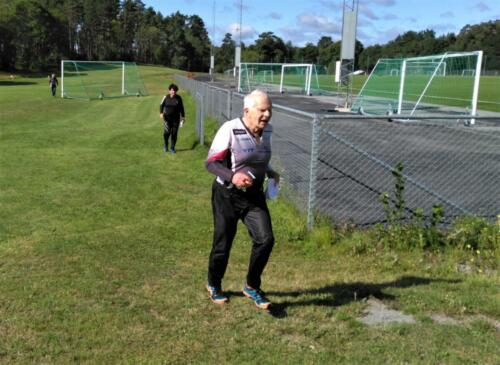 ESOK 210818 Bengt Ohlsson och Ann-Kristin Karlsson spurtar mot mål
