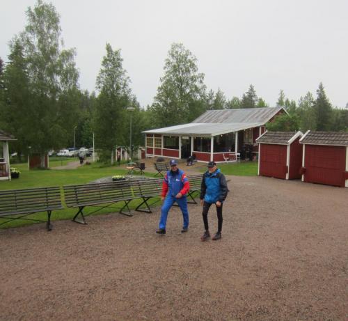 Bosse Andersson en glad segrare i korta klassen och Urban Johansson